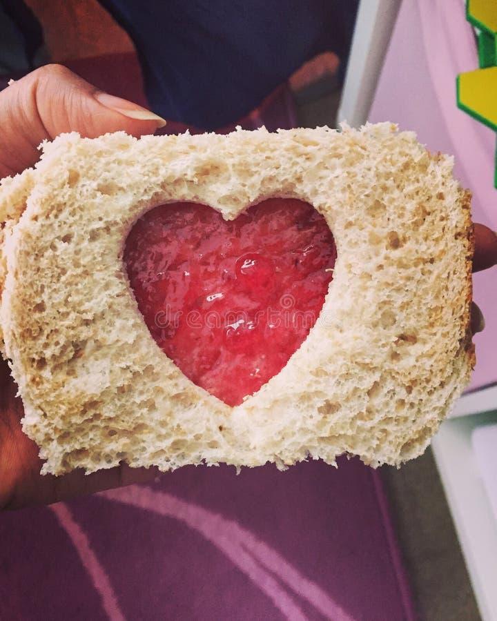 Van het de valentijnskaarthart van de valentijnskaartendag van de de sandwichliefde jam van het het voedsel de Romaanse brood royalty-vrije stock foto's