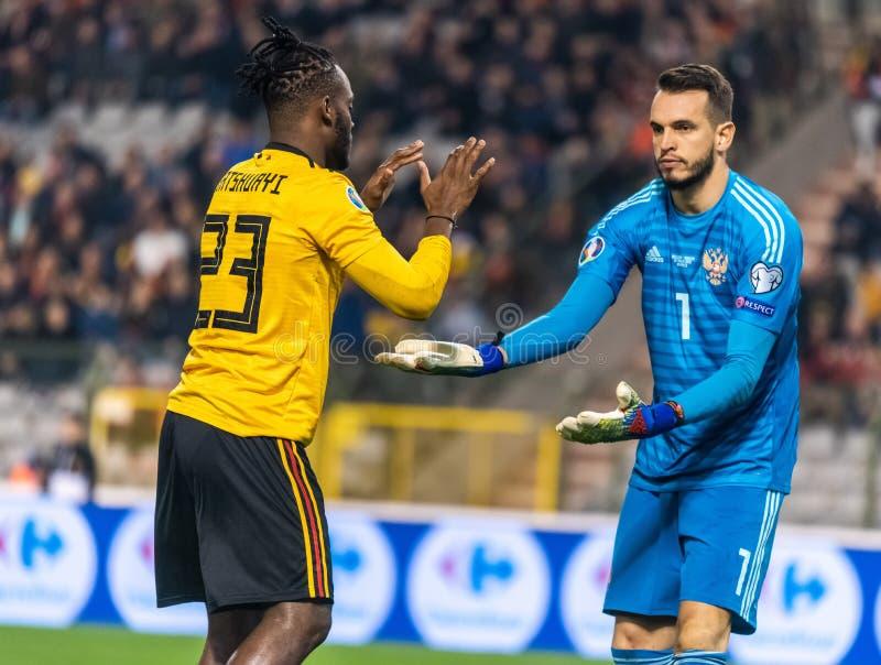 Van het de voetbalteam van Rusland de nationale keeper Guilherme en de striker Michy Batshuayi van België royalty-vrije stock foto