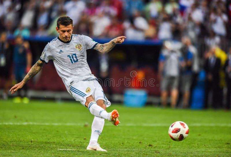 Van het de voetbalteam van Rusland de nationale striker Fedor Smolov die strafschop uitvoeren royalty-vrije stock fotografie