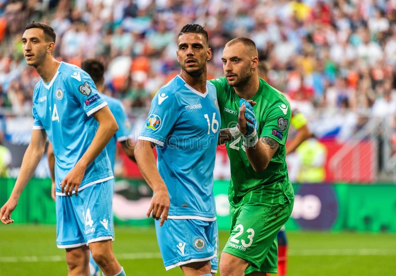 Van het de voetbalteam van San Marino de nationale striker Danilo Rinaldi en keeper Elia Benedettini stock foto's