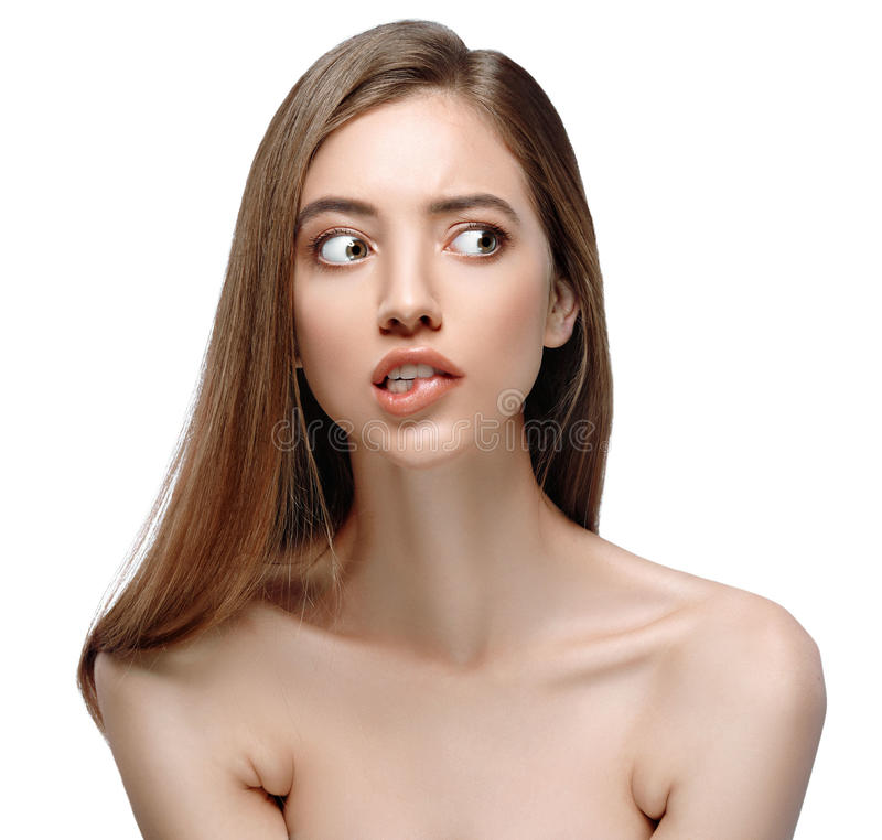 Van het de vrouwengezicht van de tong open mond Mooie dichte omhooggaande het portret jonge studio op wit stock afbeeldingen