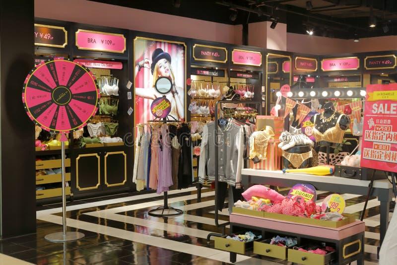 Van het de vrouwenondergoed van La rosabelle de kledingswinkel stock afbeeldingen