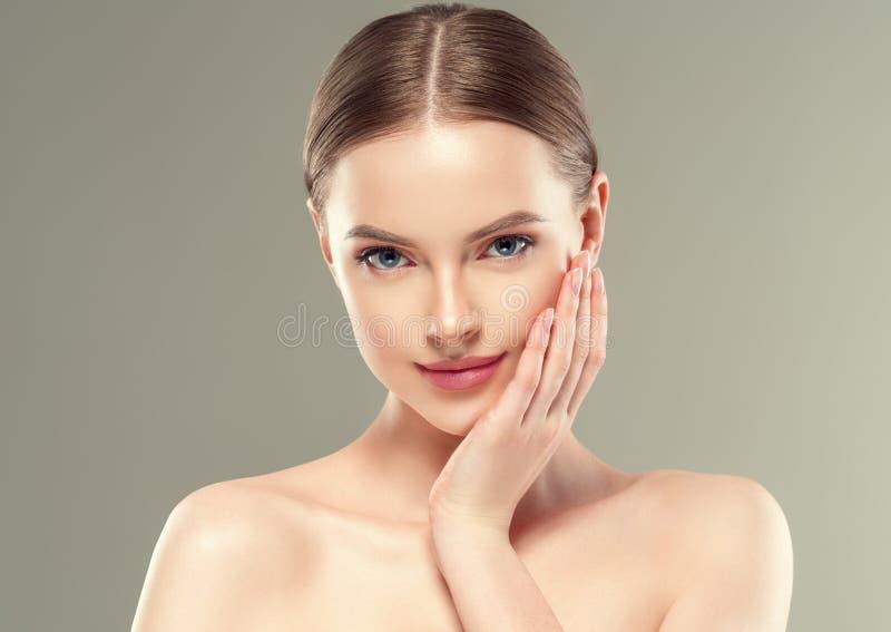 Van het de vrouwenportret van de Naturzlmake-up van de de schoonheids gezond huid de zorgconcept royalty-vrije stock foto's