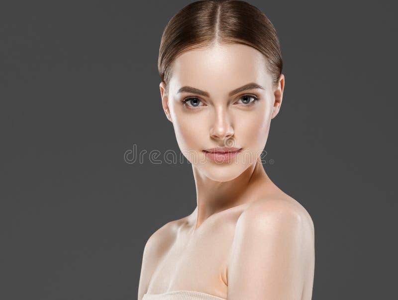 Van het de vrouwenportret van de Naturzlmake-up van de de schoonheids gezond huid de zorgconcept royalty-vrije stock fotografie
