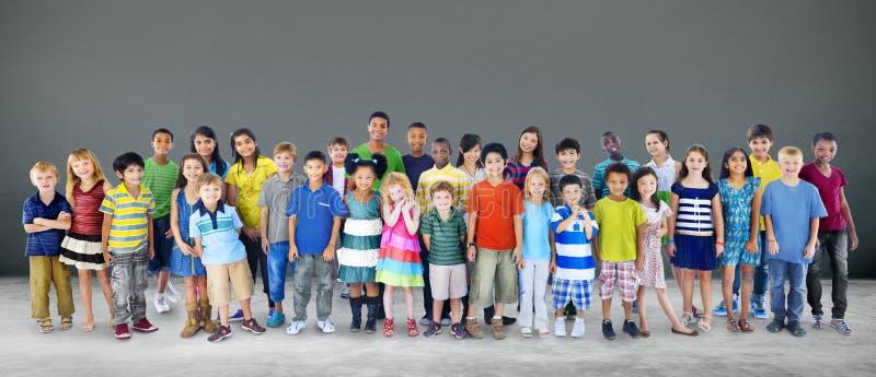 Van het Geluk Vrolijk Kinderjaren van kinderenjonge geitjes de Jeugdconcept royalty-vrije stock foto
