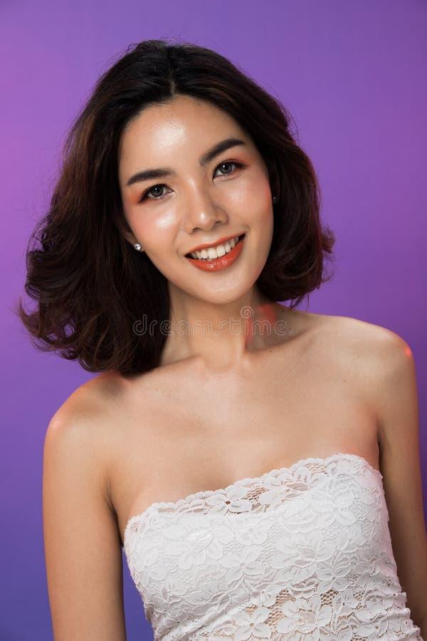 Van het haarogen van de manier het Aziatische Vrouw zwarte purpere scherm stock foto's