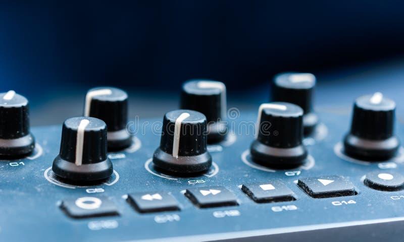 Van het het paneelclose-up van het synthesizerflard de knoopknop royalty-vrije stock foto's