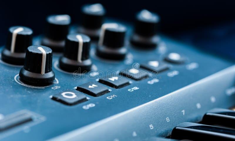 Van het het paneelclose-up van het synthesizerflard de knoopknop stock fotografie