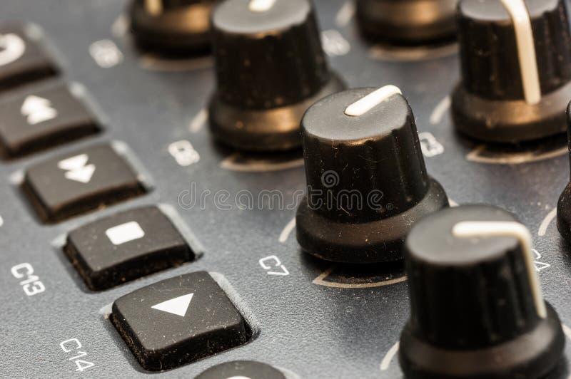 Van het het paneelclose-up van het synthesizerflard de knoopknop royalty-vrije stock fotografie