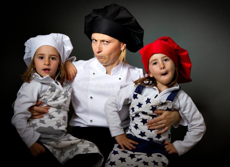 Van het het restaurantteam van de kok de gekke gezichten stock afbeelding