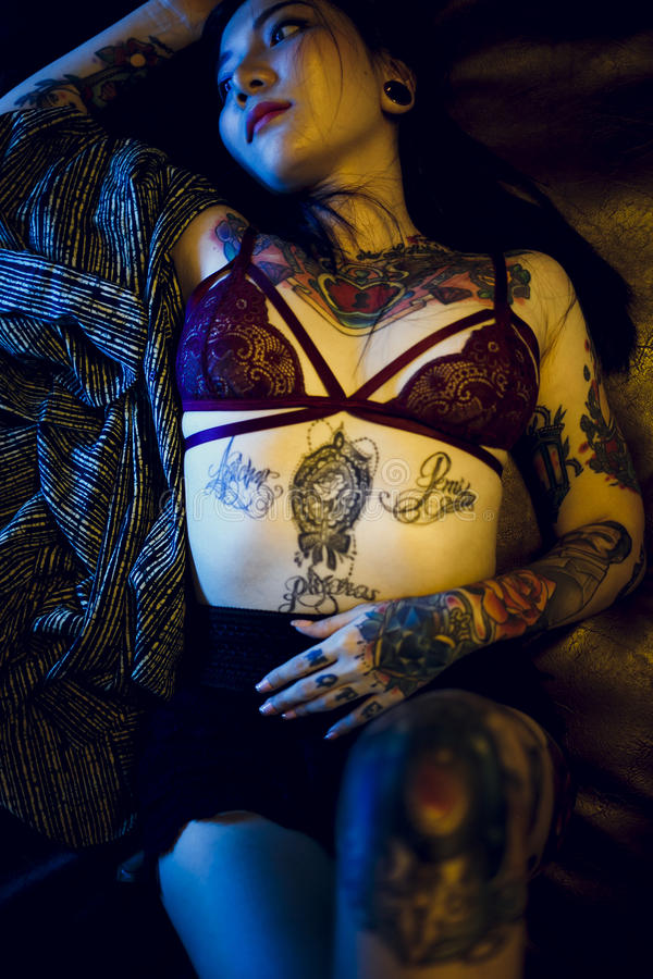 Van het Meisjesvogue van de tatoegerings Verleidelijk Sexy Tiener de Jeugdconcept stock foto