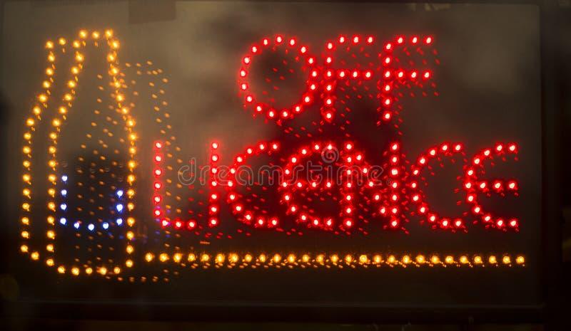 Van het neonlichtteken van de vergunningsslijterij royalty-vrije stock afbeeldingen