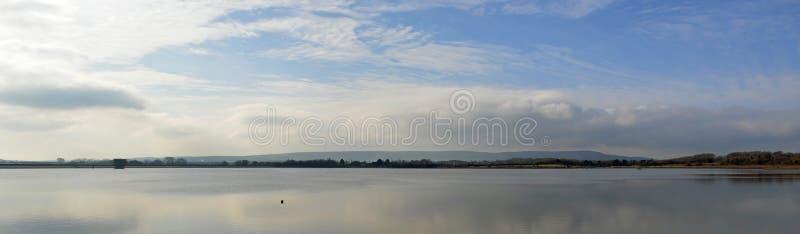 Van het Oost- arlingtonreservoir Sussex op een Stille dag royalty-vrije stock foto