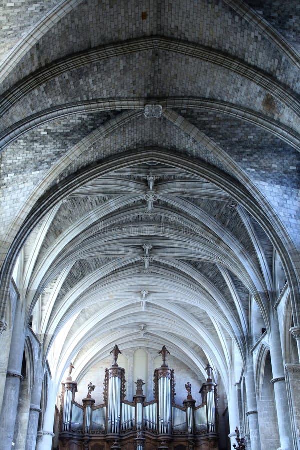 Van het orgaanpijpen en plafond detail van de Kathedraal van Bordeaux royalty-vrije stock foto