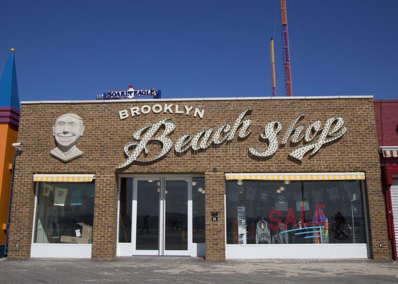 Van het Oriëntatiepuntconey island van Brooklyn het Strandwinkel stock fotografie