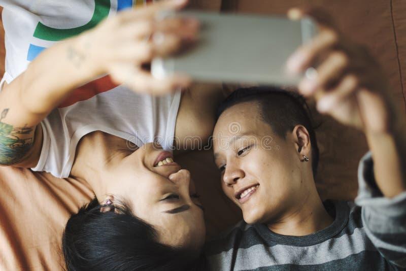 Van het Paarogenblikken van LGBT Lesbisch het Gelukconcept stock foto's