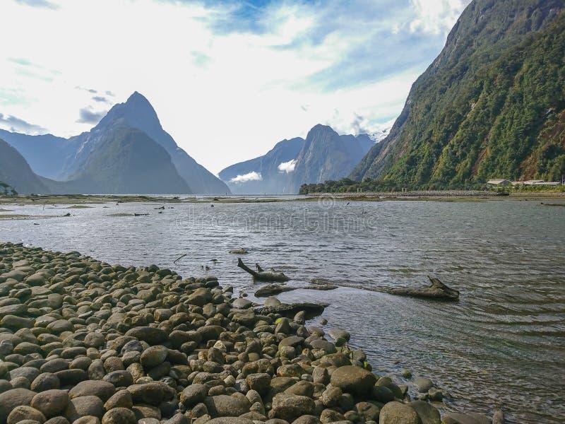 Van het het parkzuiden van Milford het correcte Fiordland nationale eiland Nieuw Zeeland stock afbeelding