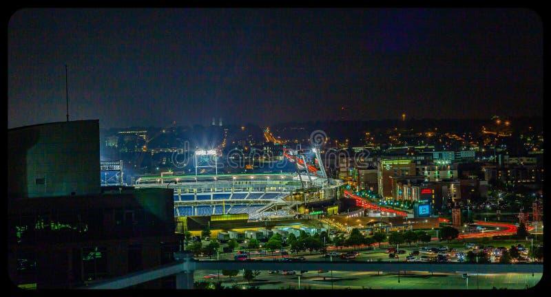 Van het satellietbeeldameritrade van de nachtscène de marge en Omaha van de binnenstad Nebraska royalty-vrije stock foto's