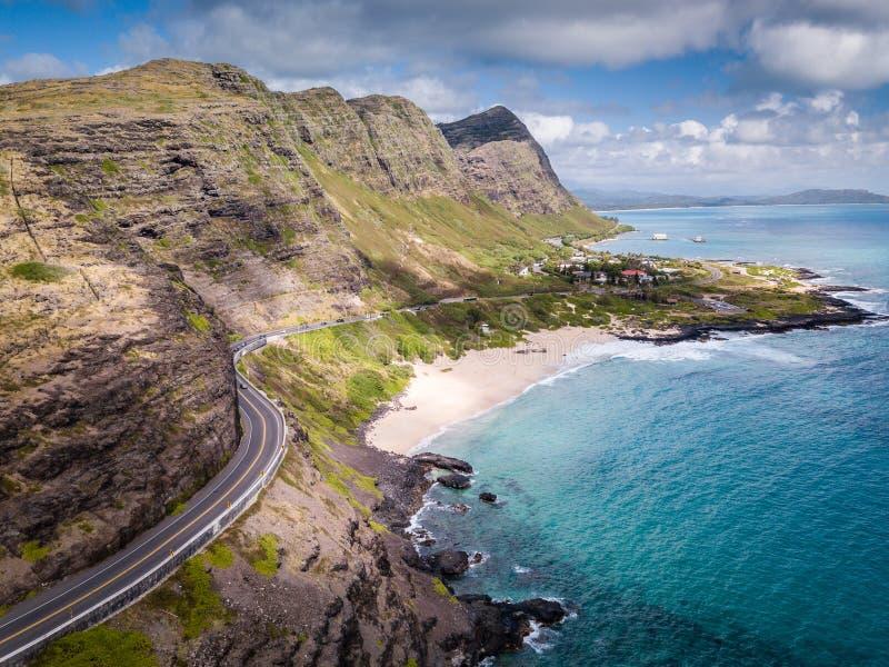 Van het het Strandzeegezicht van het Makapuupunt mening en de weg de lucht stock afbeeldingen
