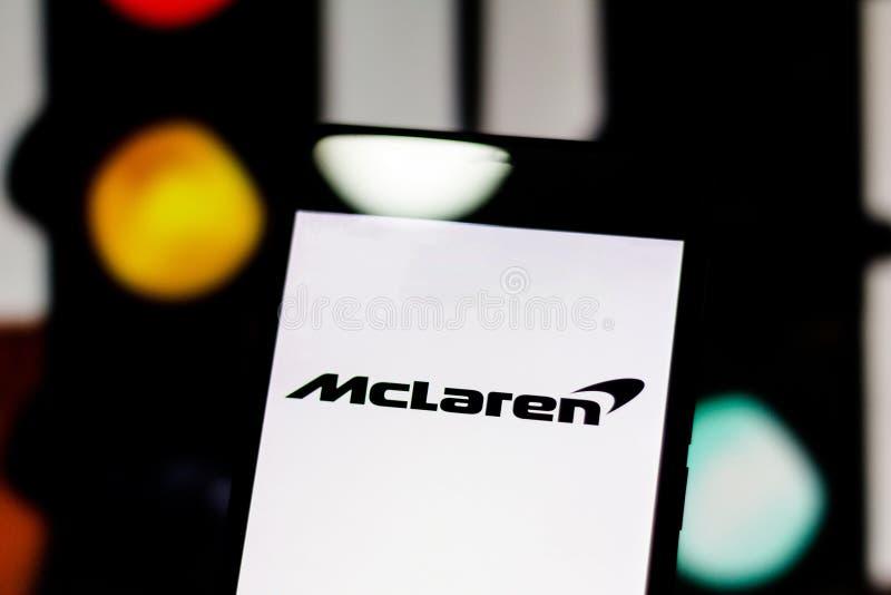 Van het teamf1 'McLaren F1 Team 'het embleem op het mobiele apparatenscherm McLaren betwist het wereld motorsport kampioenschap royalty-vrije stock afbeelding