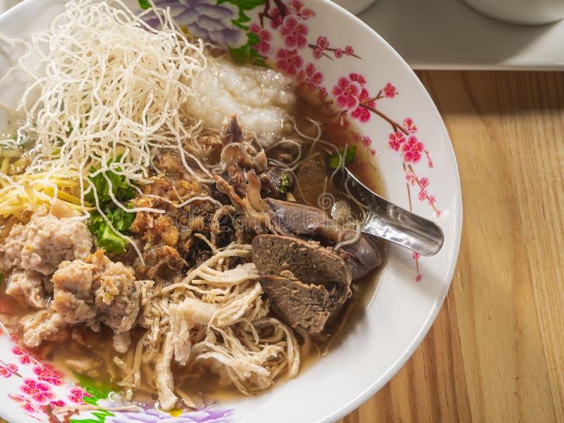 Van het voedselbreakfas van de maïsmeelpap het rijst Gekookte rijst Thaise populaire Aziatische ontbijt royalty-vrije stock afbeelding