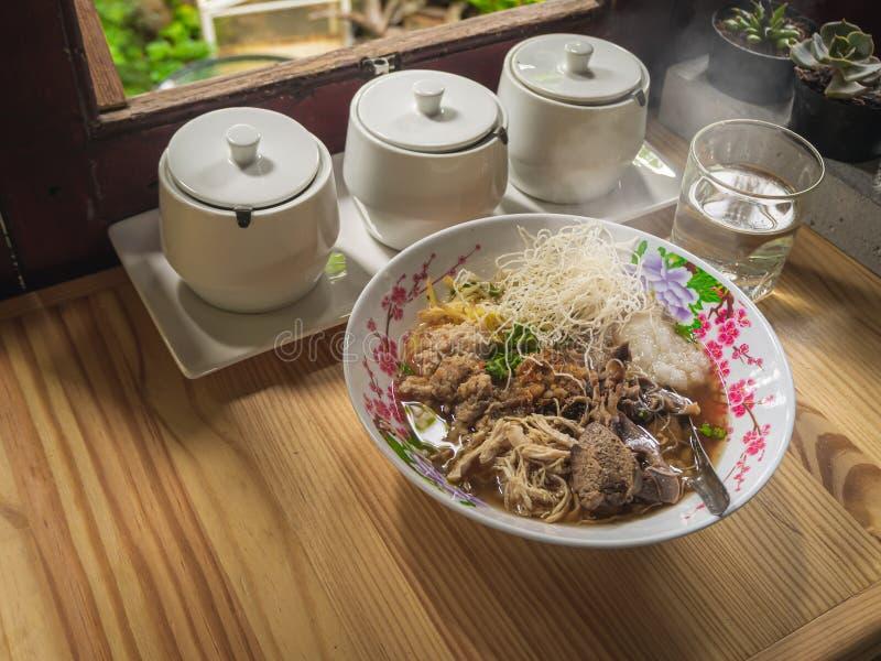 Van het voedselbreakfas van de maïsmeelpap het rijst Gekookte rijst Thaise populaire Aziatische ontbijt stock foto's