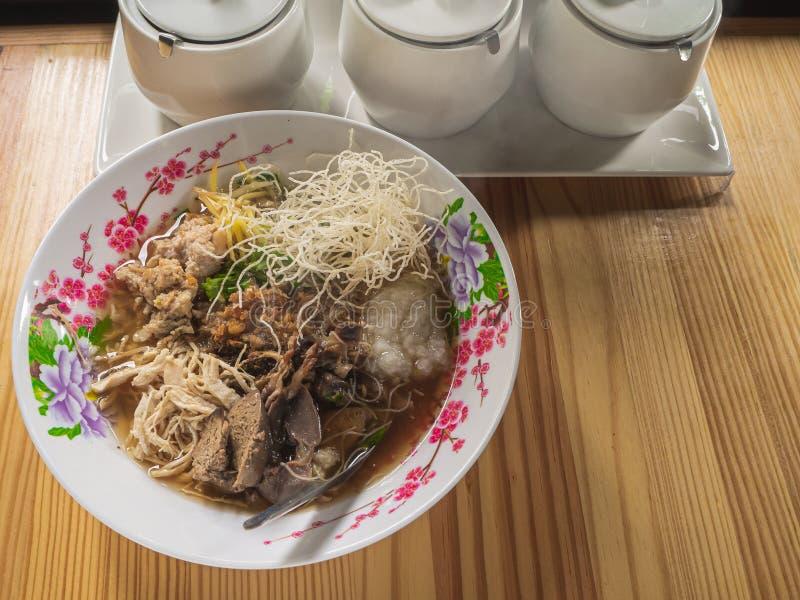 Van het voedselbreakfas van de maïsmeelpap het rijst Gekookte rijst Thaise populaire Aziatische ontbijt stock afbeelding