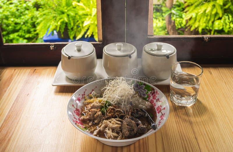 Van het voedselbreakfas van de maïsmeelpap het rijst Gekookte rijst Thaise populaire Aziatische ontbijt stock fotografie
