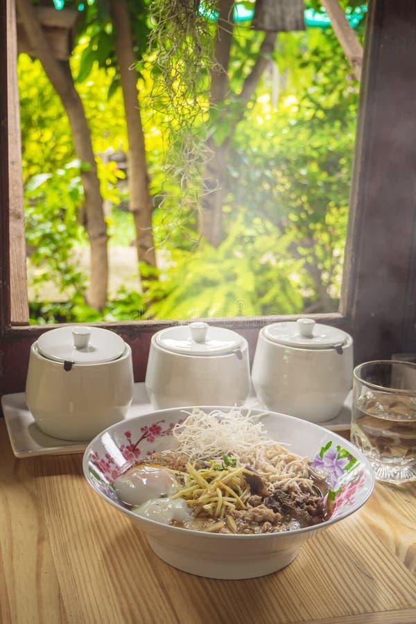 Van het voedselbreakfas van de maïsmeelpap het rijst Gekookte rijst Thaise populaire Aziatische ontbijt stock foto