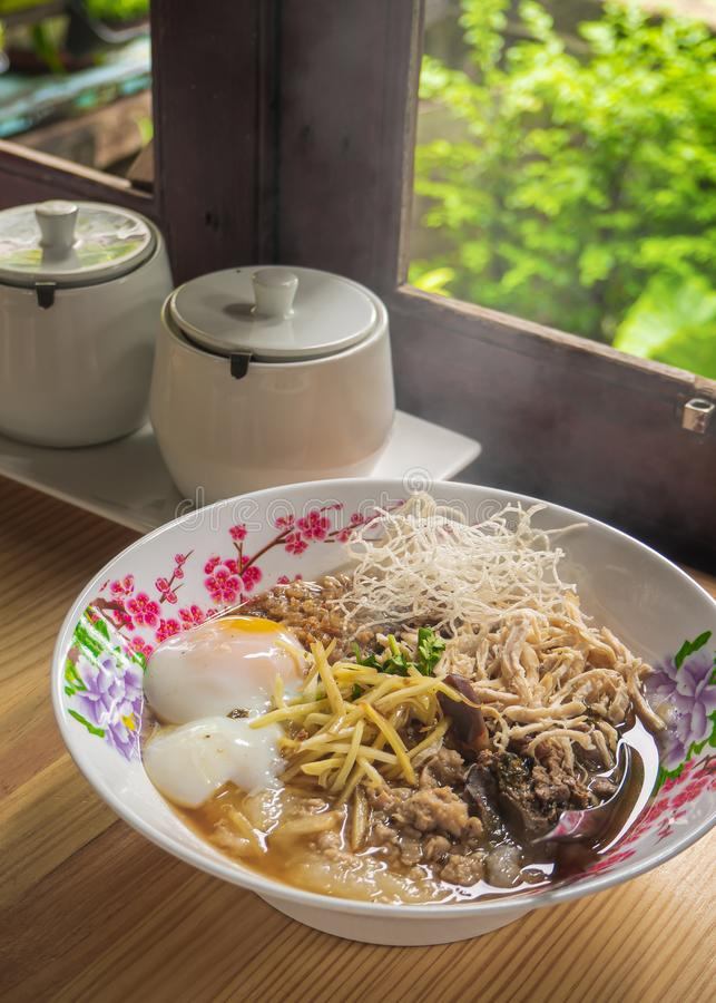 Van het voedselbreakfas van de maïsmeelpap het rijst Gekookte rijst Thaise populaire Aziatische ontbijt royalty-vrije stock foto