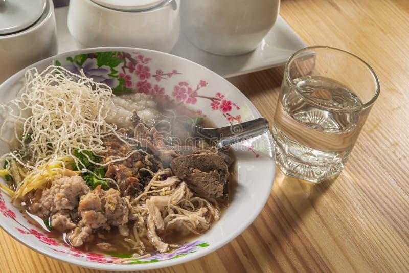 Van het voedselbreakfas van de maïsmeelpap het rijst Gekookte rijst Thaise populaire Aziatische ontbijt royalty-vrije stock fotografie