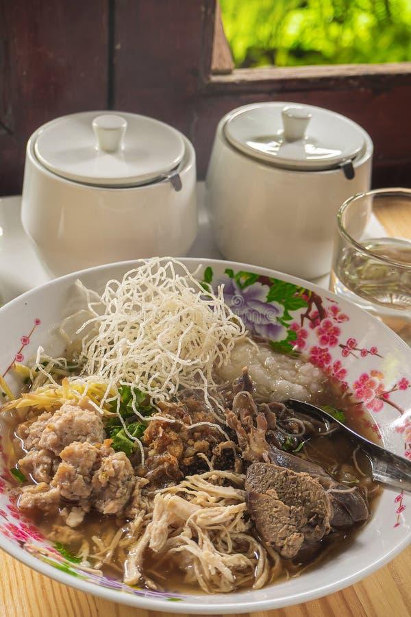 Van het voedselbreakfas van de maïsmeelpap het rijst Gekookte rijst Thaise populaire Aziatische ontbijt royalty-vrije stock foto's