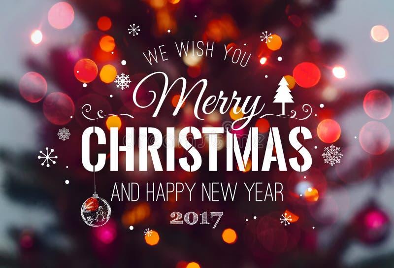 Van kerstboom achtergrond en Kerstmis decoratie met vaag, het vonken, het gloeien en tekst Vrolijke Kerstmis en Gelukkig Nieuwjaa royalty-vrije stock foto's