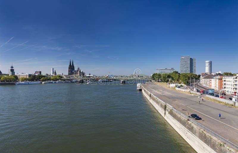 Van Keulen de Horizon en van Rijn Rivier, Duitsland, redactie royalty-vrije stock foto