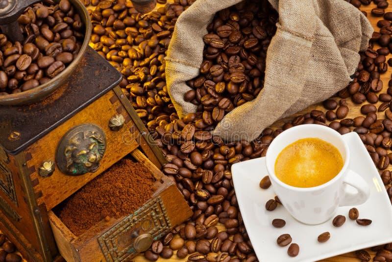 Van koffie. koffie bonen en koffiemolen royalty-vrije stock fotografie