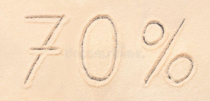 70% van letters voorzien geschreven op strandzand stock afbeelding
