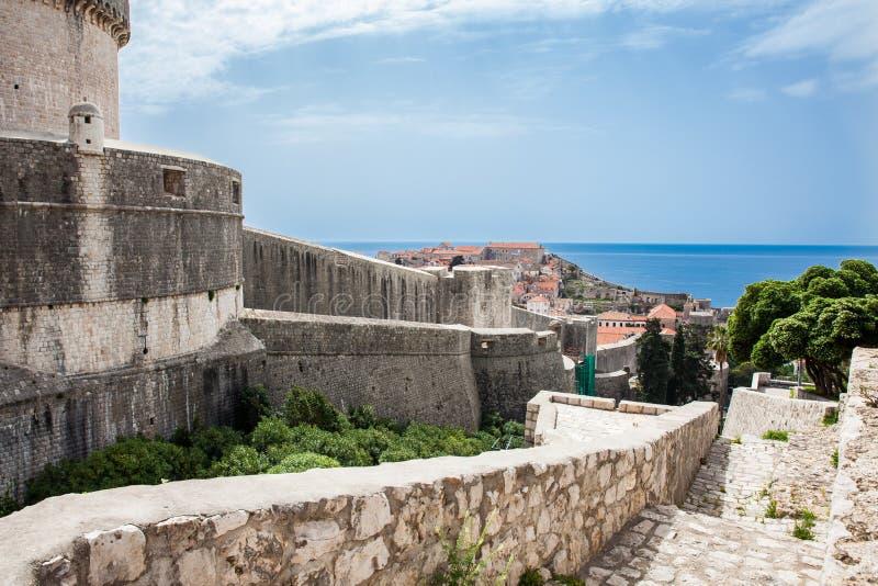 Van Mincetatoren en Dubrovnik muren stock afbeelding