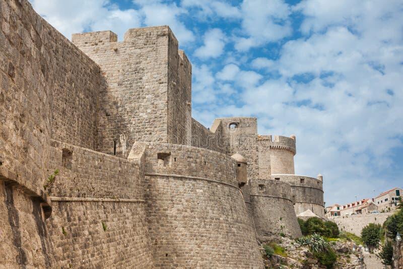 Van Mincetatoren en Dubrovnik muren stock foto