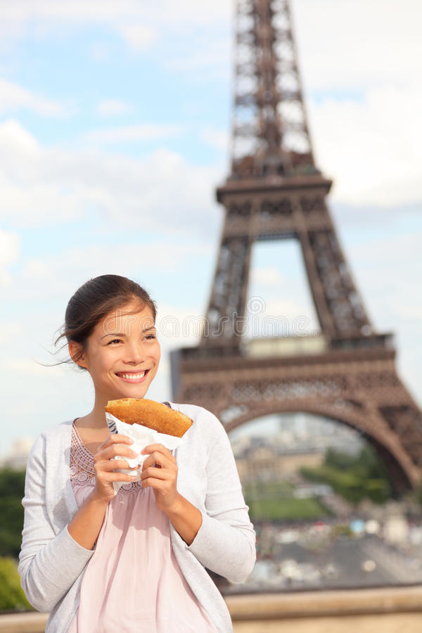 Van Parijs de vrouw en van Eiffel Toren stock afbeeldingen