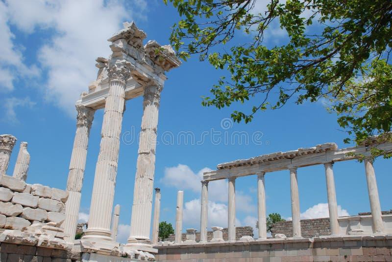 Van Traianus (Trajan) de tempel in pergoman akropolis royalty-vrije stock afbeeldingen