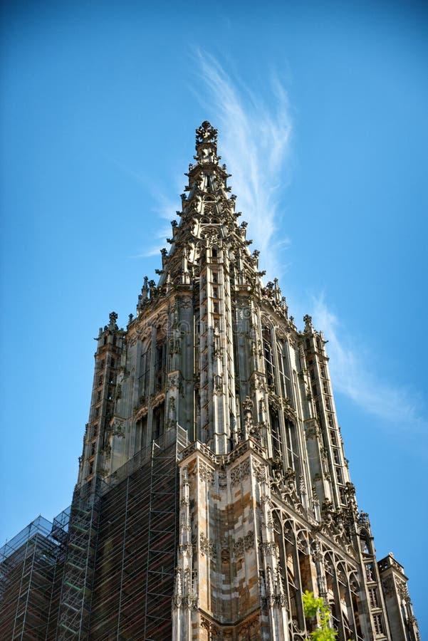 Van Ulmer Munster (Munster) de toren in Ulm, Duitsland stock fotografie