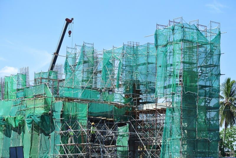 Van vid service för material till byggnadsställning ett plattform- eller formarbete royaltyfri foto