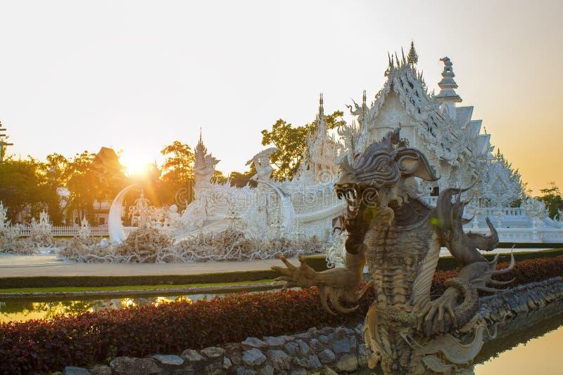 Van Wat Rong Khun (Witte Tempel) de avondtijd royalty-vrije stock afbeeldingen