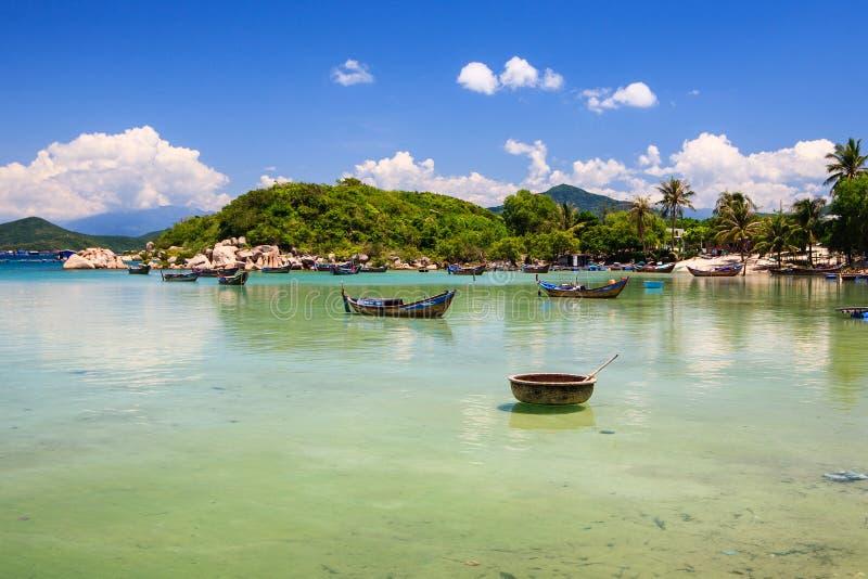 Van Xuan Dung (Zoonsmest) het strand, Van Phong-baai, Khanh H stock foto
