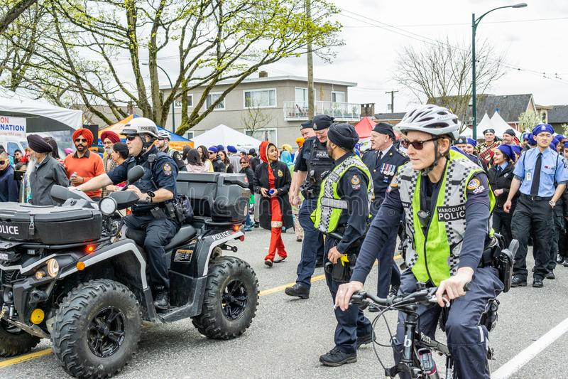 VANCÔVER, CANADÁ - 14 de abril de 2018: agentes da polícia na rua durante a parada anual de Vaisakhi do indiano fotografia de stock royalty free