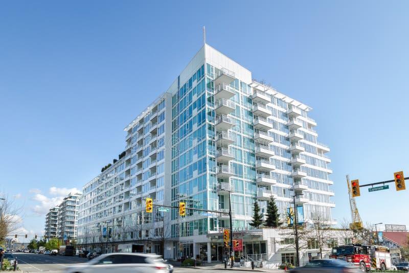 VANCÔVER NORTE, BC, CANADÁ - 26 DE ABRIL DE 2019: Novidades construídas na avenida da esplanada como parte do continuado imagem de stock royalty free