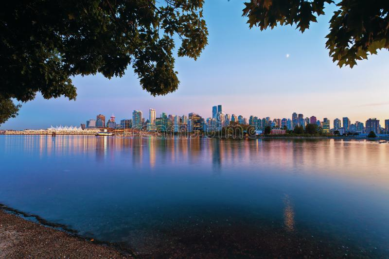 Vancouver-Abend-Skyline lizenzfreie stockfotos