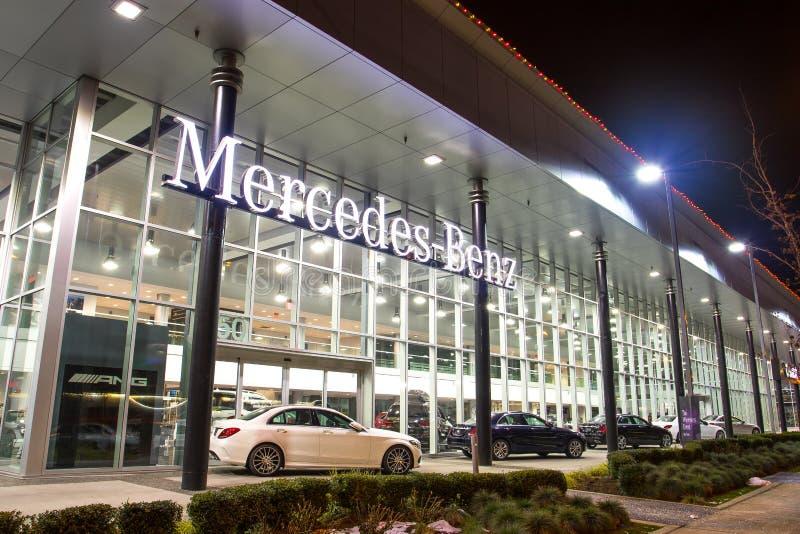 Vancouver BC, Kanada - 9. Januar 2018: Büro des offiziellen Händlers Mercedes-Benz SEPTEMBER: Bild des Mercedes Benz-Logos auf de lizenzfreie stockfotografie