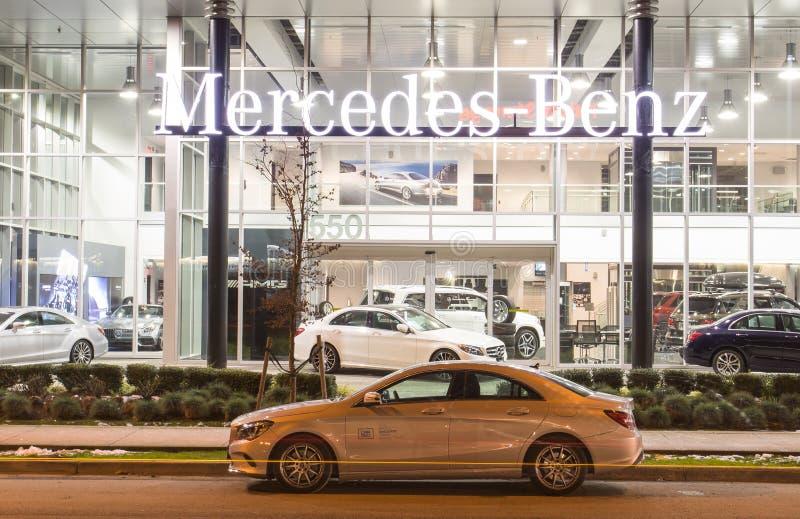 Vancouver BC, Kanada - 9. Januar 2018: Büro des offiziellen Händlers Mercedes-Benz SEPTEMBER: Bild des Mercedes Benz-Logos auf de lizenzfreie stockbilder