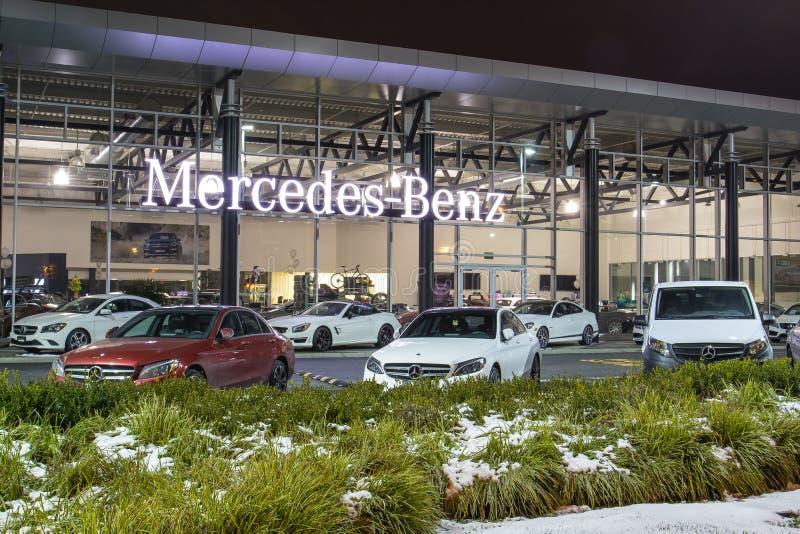 Vancouver BC, Kanada - 9. Januar 2018: Büro des offiziellen Händlers Mercedes-Benz SEPTEMBER: Bild des Mercedes Benz-Logos auf de stockbilder